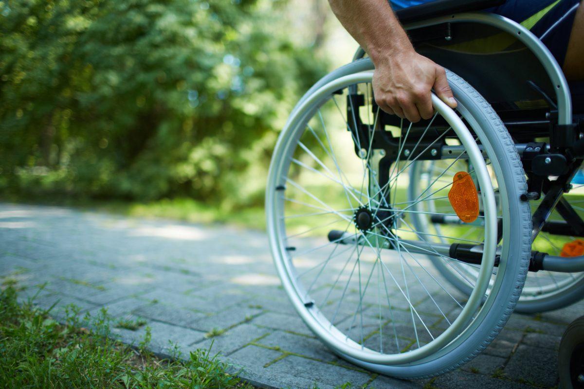 Comment choisir le matériel médical pour des personnes en situation de handicap moteur ?