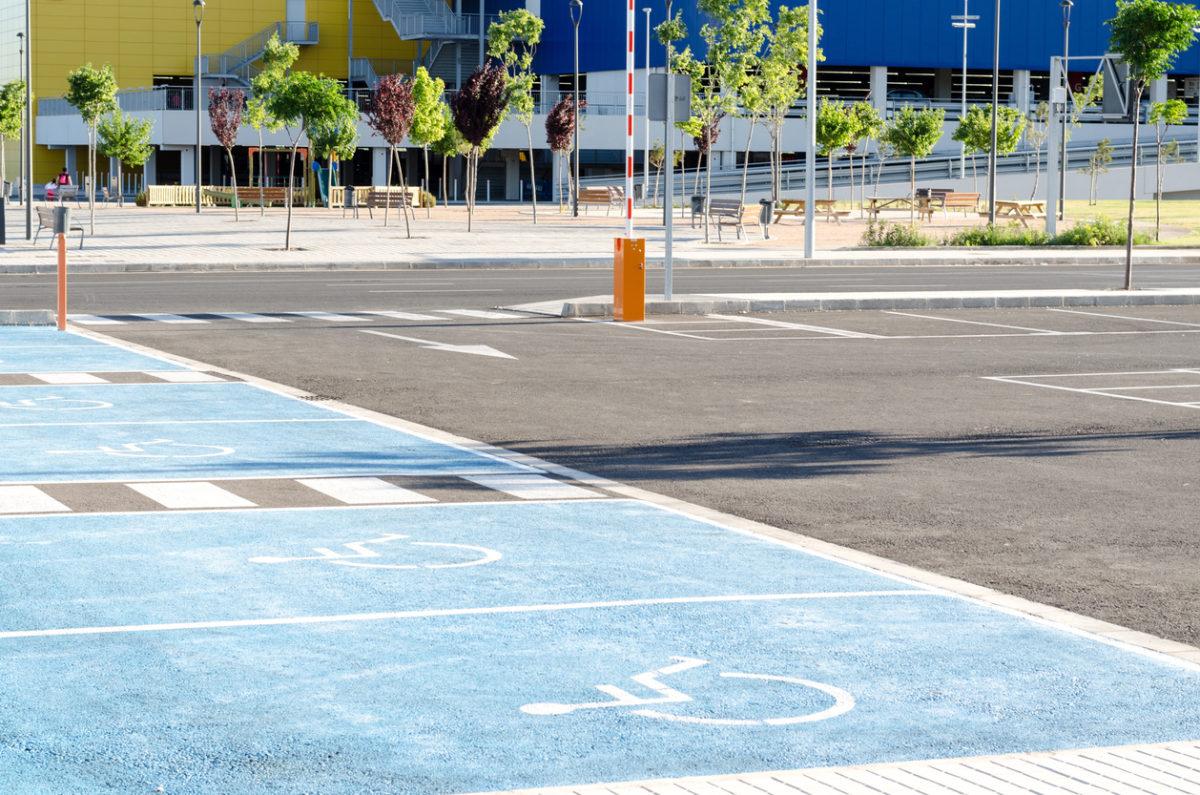 PV handicap : aux États-Unis les passants verbalisent le stationnement illégal