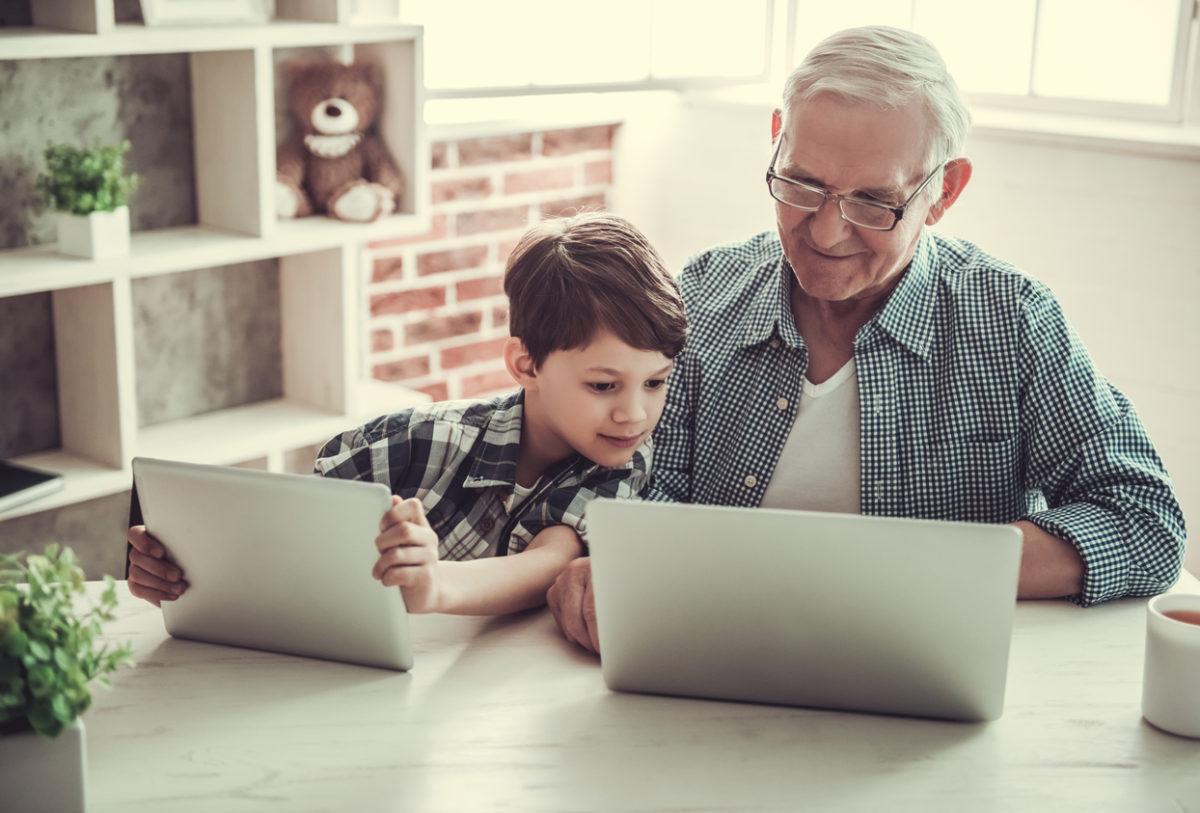 Ces plateformes qui permettent aux seniors de transmettre leur savoir aux jeunes